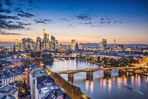 Escort Frankfurt - Skyline bei Nacht